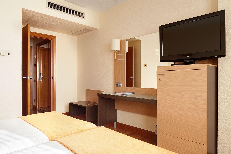 Hotel blanca de navarrahabitaci n doble est ndar hotel for Habitacion familiar estandar