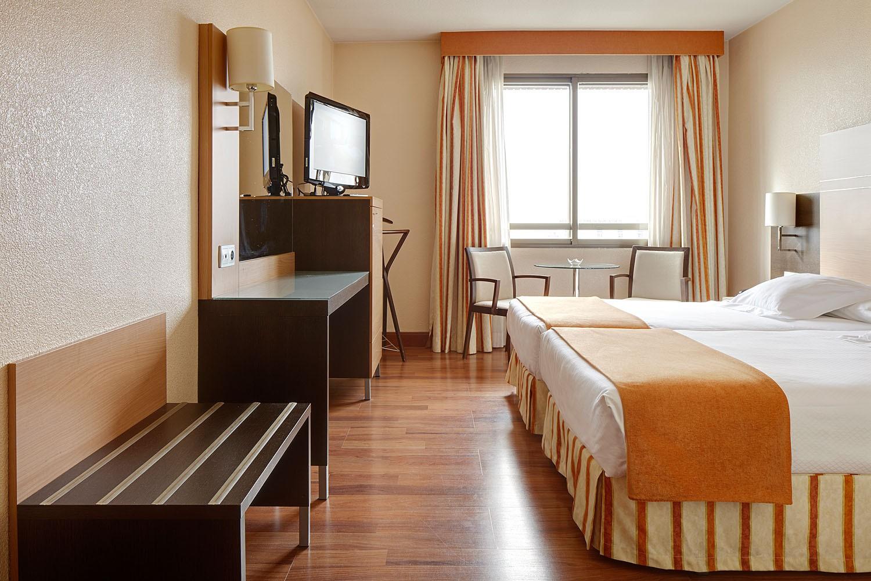 Hotel blanca de navarrahabitaci n familiar en el hotel for Hotel el familiar